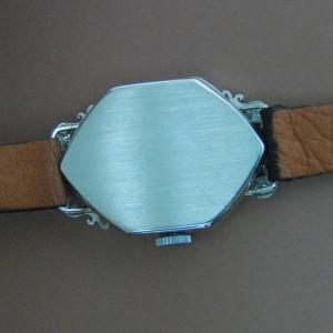 Tapa trasera de reloj de oro blanco.