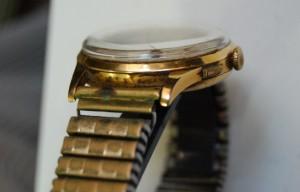 Detalle de reloj Chronographe Suisse antimagnetic 17 rubis antes de su reparación y restauración