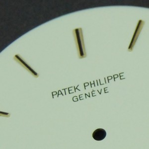 Detalle de la marca Patek Philippe.