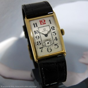 Reloj Omega con caja rectangular de oro