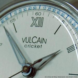 Detalle de las agujas del reloj restauradas.