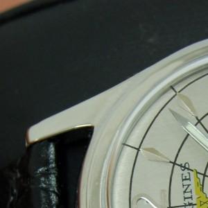 Detalle de la caja restaurada de acero