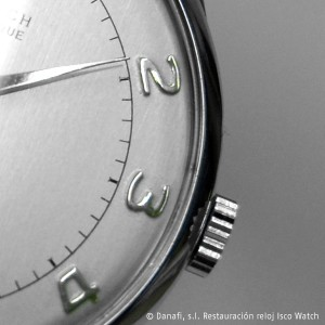 Detalle de la aguja, numeráción arábiga de estampación y la caja en color blanco