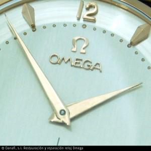 Detalle de la esfera de reloj Omega caballero cuerda manual