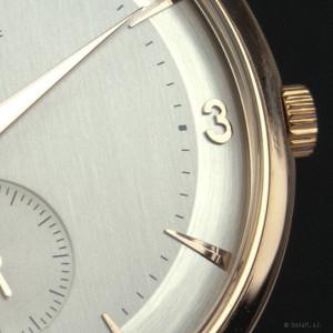 Omega calibre 491 cuerda manual. Detalle de la esfera de reloj con su doble tono.